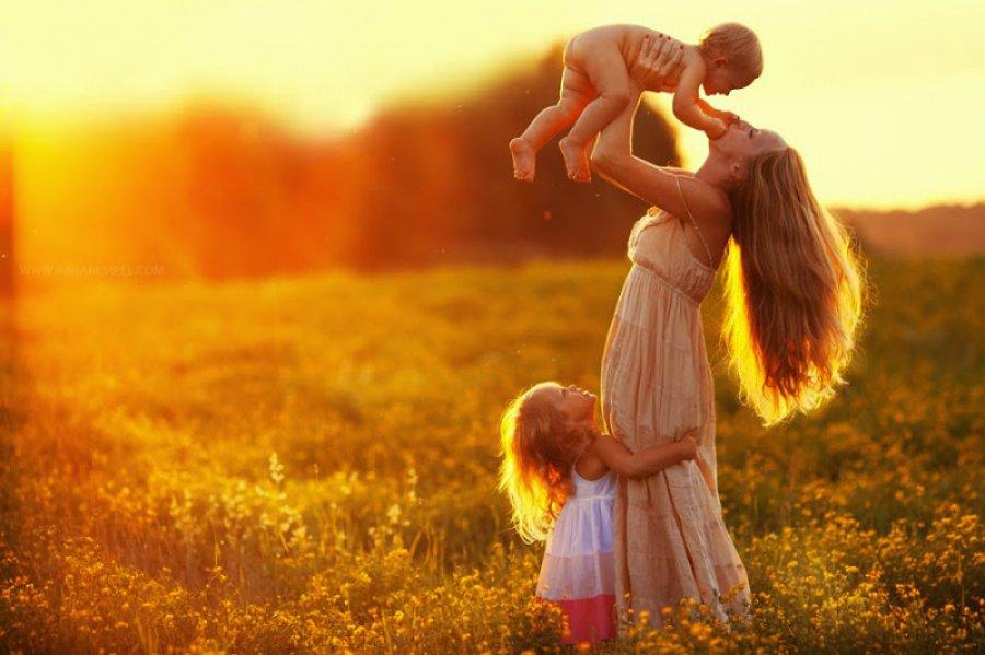 «Прекрасен мир любовью материнской»: книжная выставка-диалог