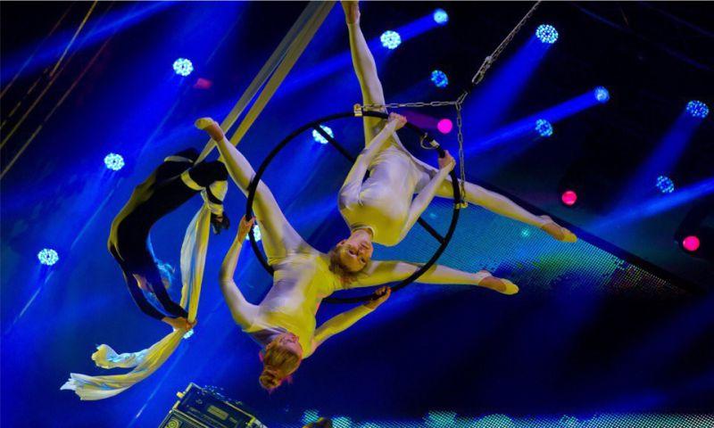 Мультимедийное шоу воздушных акробатов «PRO ЦВЕТ»