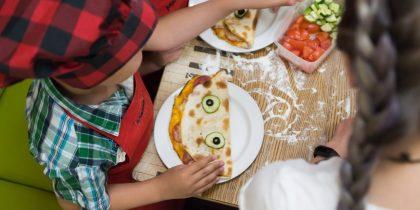 Детский мастер-класс по приготовлению пиццы в «Мама Мия»