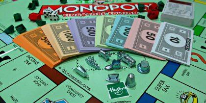 """Игра """"Монополия"""" в Молодёжном центре"""