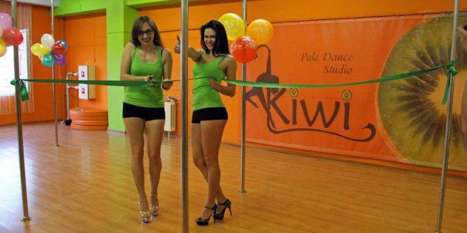 "Танцы на пилоне Studio ""KIWI"""