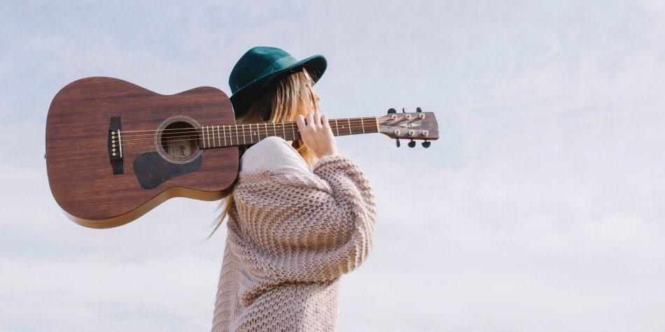 Обучение игре на гитаре в Калининграде: Елизавета Пронина